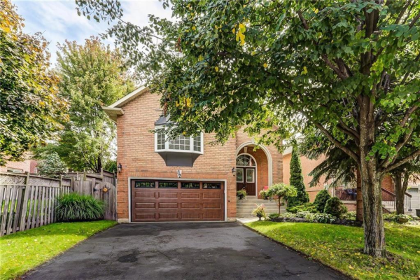 82 LAURENDALE Avenue, Waterdown