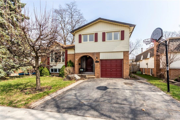 3274 LANSDOWN Drive, Burlington