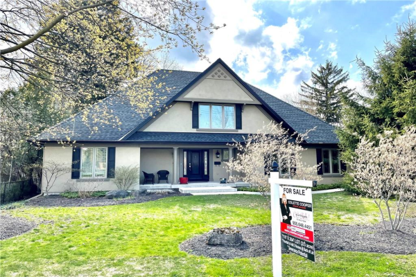 130 Fiddlers Green Road, Ancaster