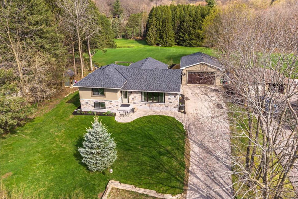 851 GOVERNORS Road, Dundas