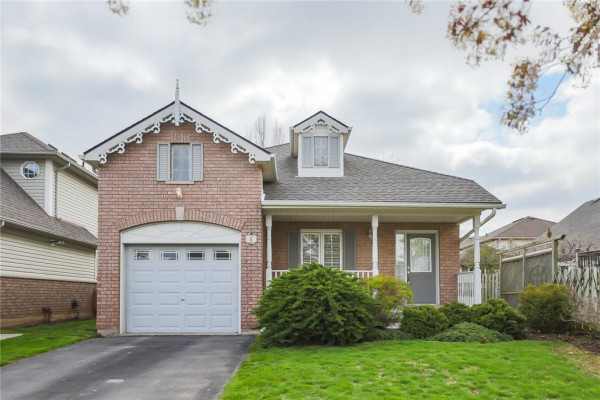 8 GRIFFITH Drive, Grimsby