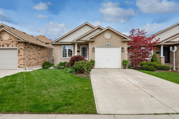 385 MacIntosh Drive, Stoney Creek
