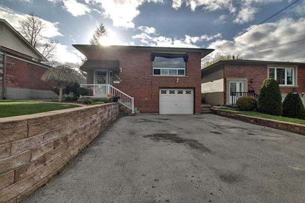 1262 UPPER GAGE Avenue, Hamilton