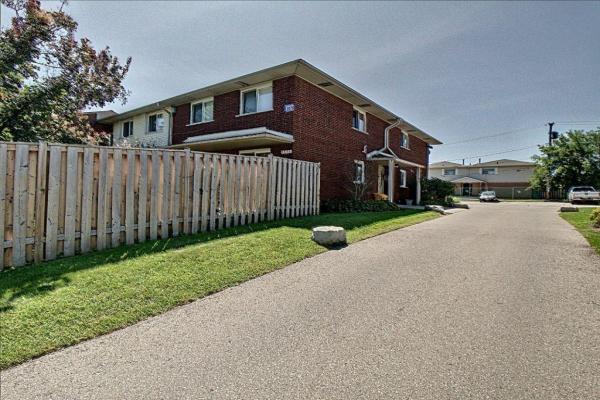 1 2079 Meadowbrook Road, Burlington