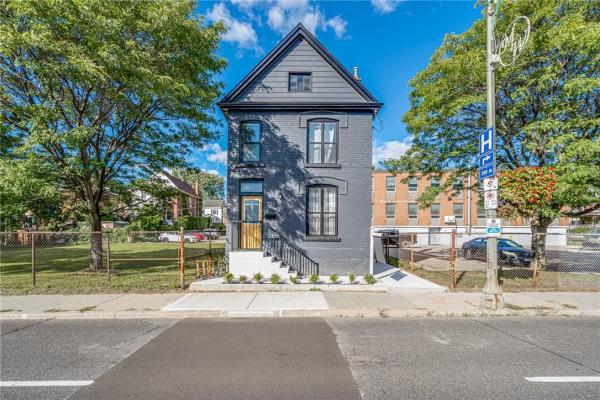 324 MAIN Street W, Hamilton