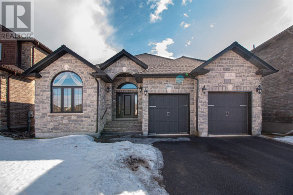 738 Kananaskis DR, Kingston