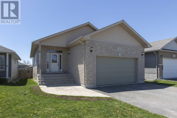 124 Hogan CRES, Loyalist