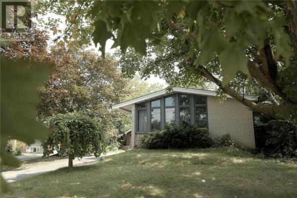 448 BALKAN RD W, Richmond Hill