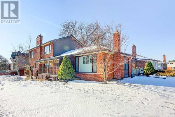 24 SUSSEX AVE, Richmond Hill