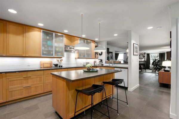 306 1500 OSTLER COURT, North Vancouver