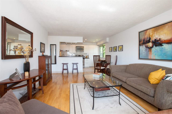 205 310 W 3RD STREET, North Vancouver