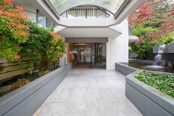 202 747 17TH STREET, West Vancouver