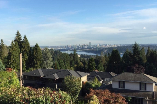 1375 QUEENS AVENUE, West Vancouver