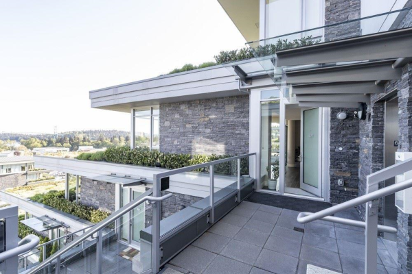 601 908 KEITH ROAD, West Vancouver