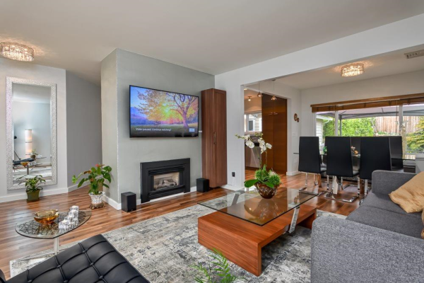 2032 WESTVIEW DRIVE, North Vancouver