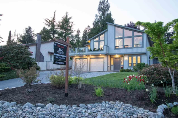 3226 HUNTLEIGH CRESCENT, North Vancouver