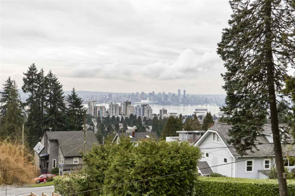 437 SOMERSET STREET, North Vancouver