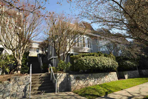 104 222 W 4TH STREET, North Vancouver