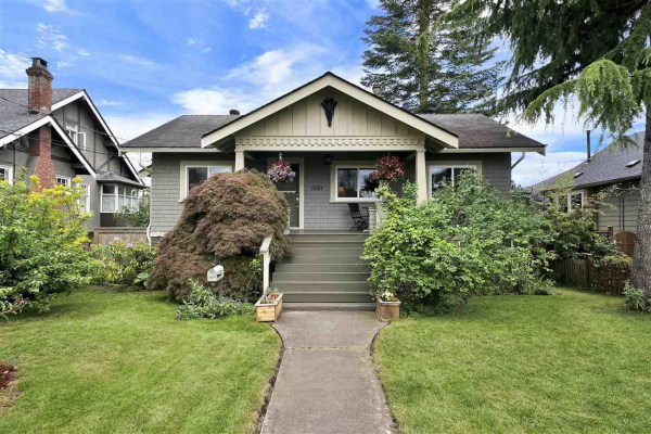 1024 LONDON STREET, New Westminster
