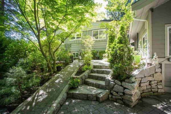 6495 WELLINGTON AVENUE, West Vancouver