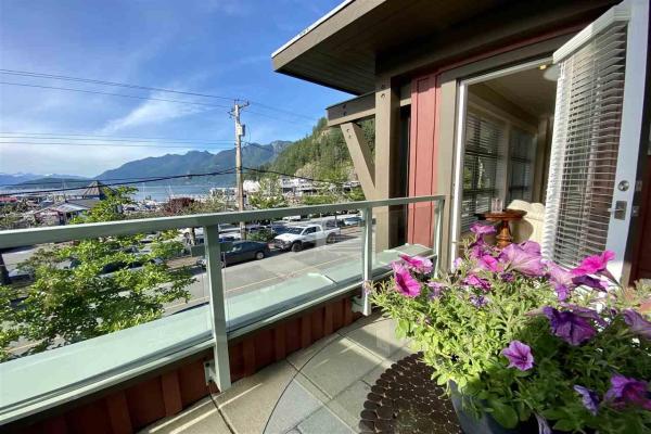 201 6688 ROYAL AVENUE, West Vancouver