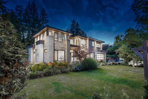 3885 SUNSET BOULEVARD, North Vancouver