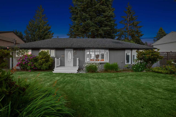 2562 POPLYNN DRIVE, North Vancouver