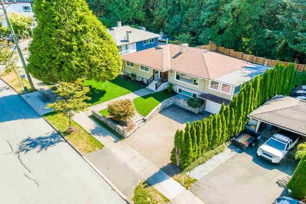 4034 DELBROOK AVENUE, North Vancouver