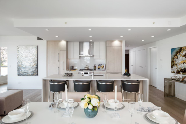 210 177 W 3RD STREET, North Vancouver