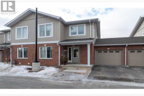 #26 -90 SOVEREIGNS GATE, Barrie