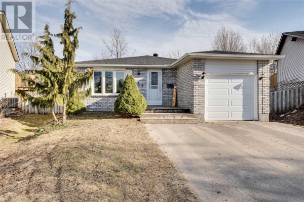 134 HICKLING TR, Barrie