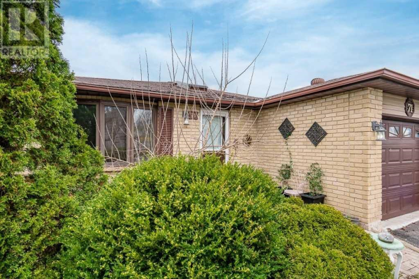 71 HICKLING TR, Barrie
