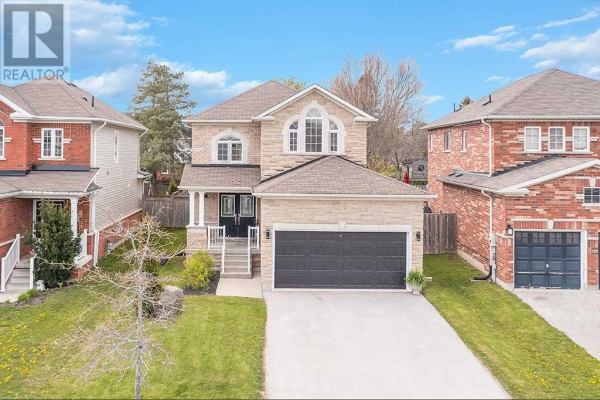 26 WHITE CRES, Barrie