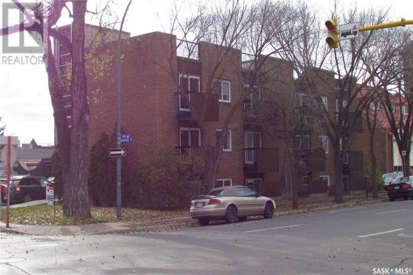 1 2104 McIntyre ST, Regina