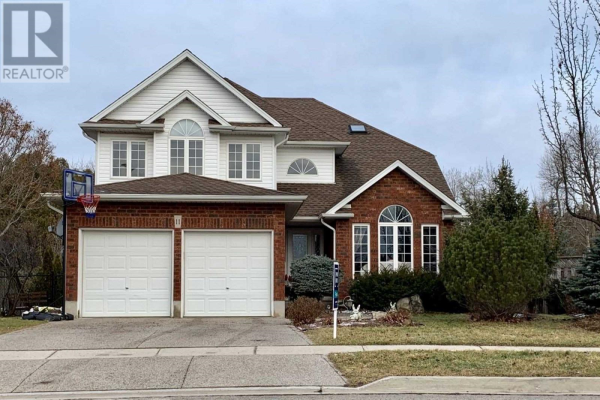 11 IRVING CRES, Guelph