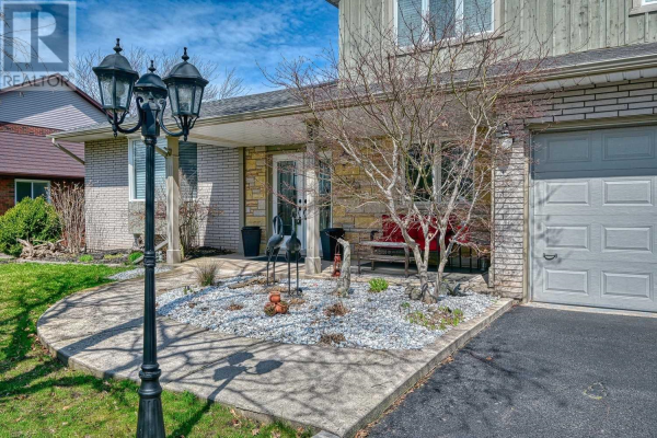 33 CHEVAL DR, Grimsby