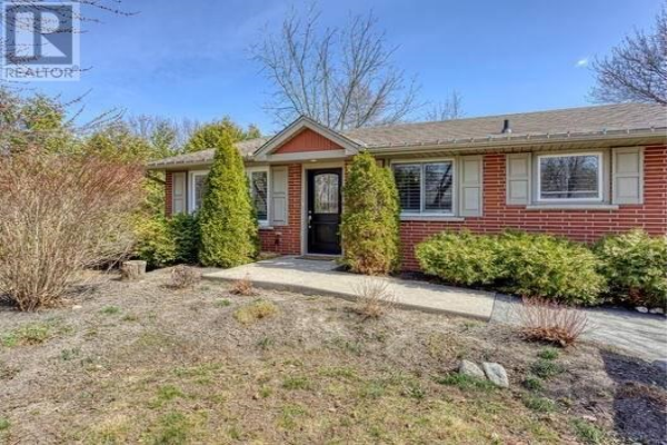 10 PICADILLY PL, Guelph