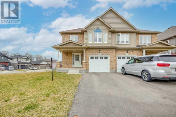1 FREER DR, North Dumfries