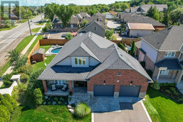 1 GOLF WOODS DR, Grimsby