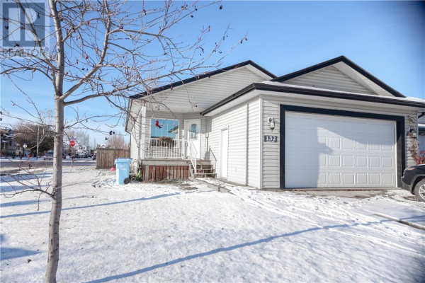 132 Dickey Bay, Fort McMurray