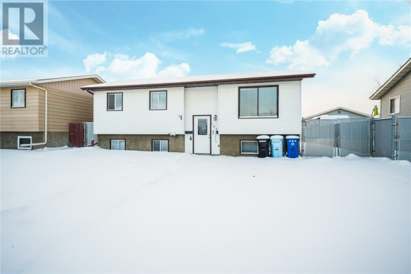 165 OAKS Crescent, Fort McMurray