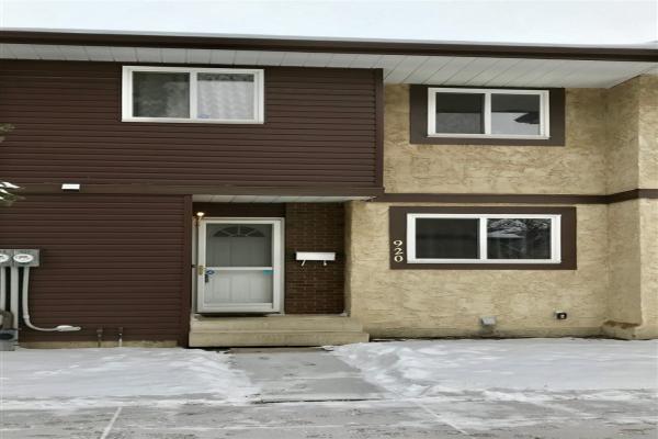 920 LAKEWOOD Road N, Edmonton