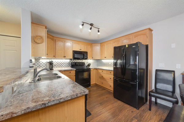 407 70 CRYSTAL Lane, Sherwood Park