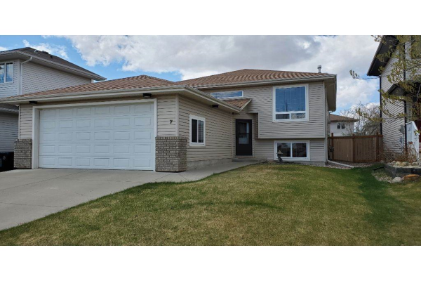 7 WOODS Crescent, Leduc