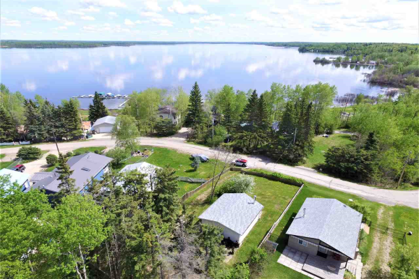 19 Spruce Road, Rural Lac Ste. Anne County