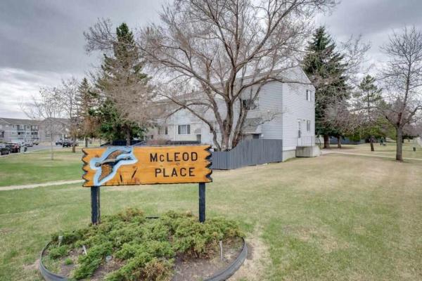 31 MCLEOD Place, Edmonton