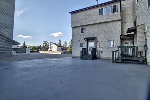 9A Meadowlark Village, Edmonton