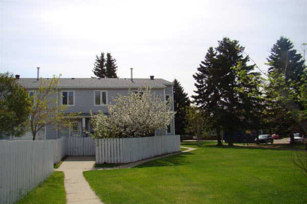 33 AMBERLY Court, Edmonton