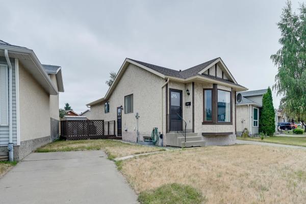 181 HYNDMAN Crescent, Edmonton