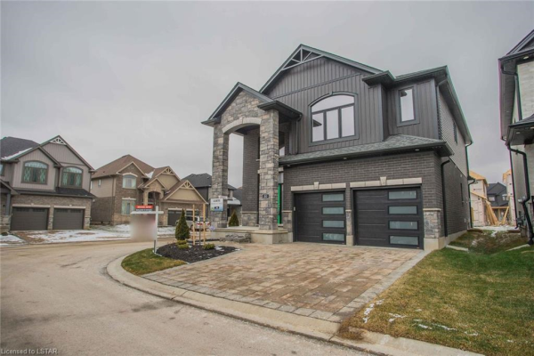 1061 EAGLETRACE Drive, London